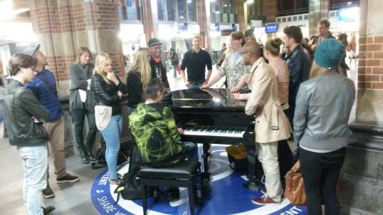 Piano op Amsterdam Centraal.